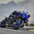 Мотоциклет Yamaha YZF-R1 - 100% чист адреналин на пистата