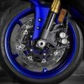 Мотоциклет Yamaha YZF-R6 - два предни диска 320 мм с радиални спирачни апарати и състезателна ABS система