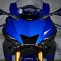 Мотоциклет Yamaha YZF-R6 - агресивен фейс с двойни LED габарити и повишена аеродинамична ефективност