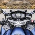 Мотоциклет Yamaha FJR1300AS - поглед от мястото на ездача към мултифункционалното табло