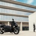 Скутер Yamaha TMAX 2019 Midnight Black - добрата компания е задължителна