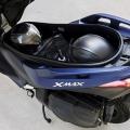 Скутер Yamaha X-MAX 400 2019 - сериозното багажно отделение побира две full-face каски и остава място за още вещи