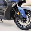 Скутер Yamaha X-MAX 400 2019 - предни спирачни апарати с ABS като стандартно оборудване