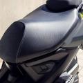 Скутер Yamaha Aerox 4 2019 - удобна седалка плюс достатъчно място за различни позиции на езда