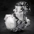 Мотоциклет Yamaha YZ450F 2019 - иновативна обърната глава на цилиндъра, оптимизиран синхрон на клапаните и нови разпределителни валове