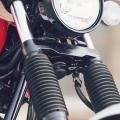 Мотоциклет Yamaha SCR950 2019 - специфични предпазни ботуши на коловете