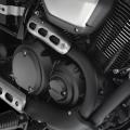 Мотоциклет Yamaha XV950R - 60-градусовият, SOHC, V-образен двигател с въздушно охлаждане е с подобрена работа в ниските и средни обороти