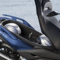 Скутер Yamaha X-MAX 300 2019 - огромното багажно отделение побира две full-face каски и остава място за още вещи