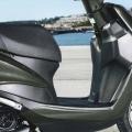 Скутер Yamaha Delight 125 - ниска седалка и просторен интериор за удобна и естествена позиция на водача