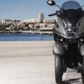 Скутер Yamaha Tricity 125 2019 - близко разположени предни гуми за компактни размери