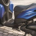 Скутер Yamaha Tricity 155 - широка степенка и просторно място за краката